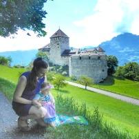 ve Alplerin kızı minik Heidi! :) Vaduz, Liechtenstein